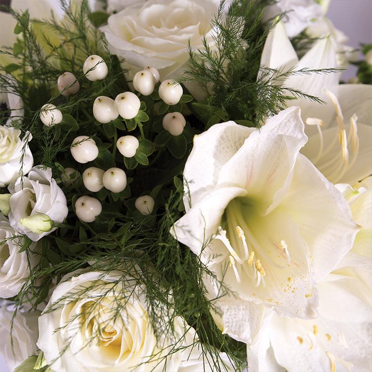 white-cocon-et-son-vase-750-5828.jpg