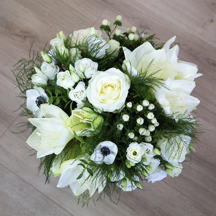 white-cocon-et-son-vase-750-5829.jpg