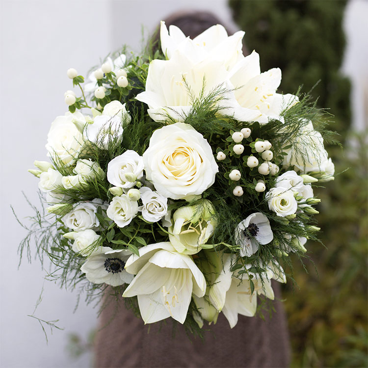 white-cocon-et-son-vase-750-5830.jpg