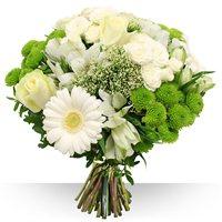 Cette composition radieuse de fleurs vari�es sera parfaite pour transmettre u...
