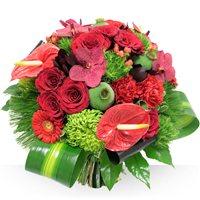 Bouquet majestueux, certainement l'un des plus beaux bouquets de la collection BeBloom, à la composition riche avec ses roses gros boutons, ses orchidées et ses callas rouges. Ce bouquet est une arme de séduction ou un cadeau pour célébrer les grands événements d'une vie.