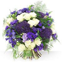 Sublime bouquet rond compos� d'agapanthes et de statices, celui-ci rappelle l...