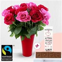 Triple surprise avec ces 20 roses en camaieu et son vase rouge offert, auquel...